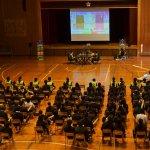 "<span class=""title"">セガ、学習教材『ぷよぷよプログラミング』を使った特別授業「プログラミング学習×eスポーツ」ワークショップを多摩市立多摩中学校で開催</span>"